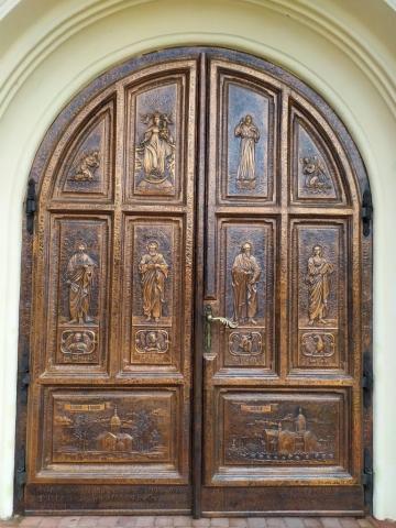 Drzwi wejściowe do kościoła