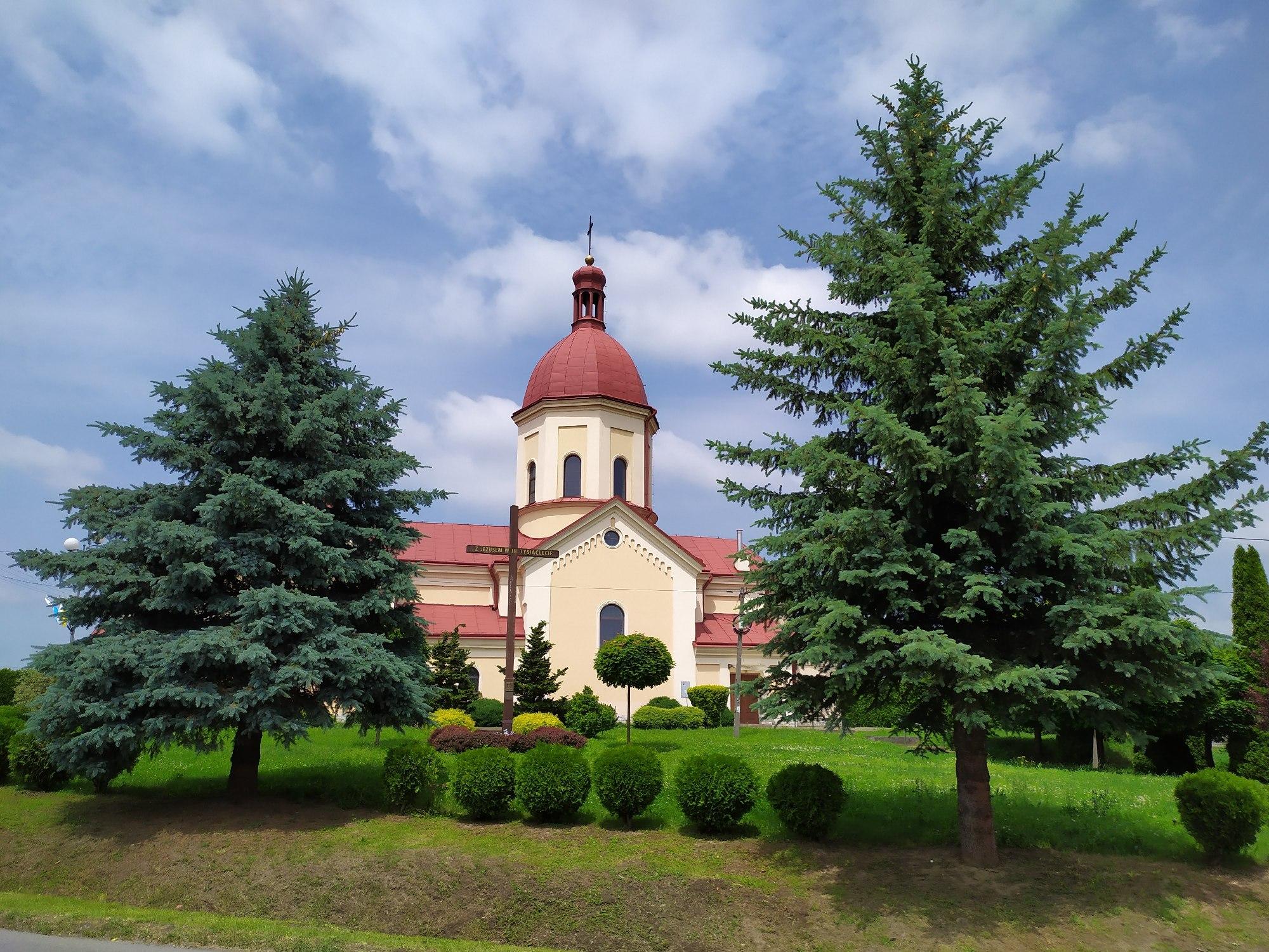 Kościół i Krzyż Misyjny