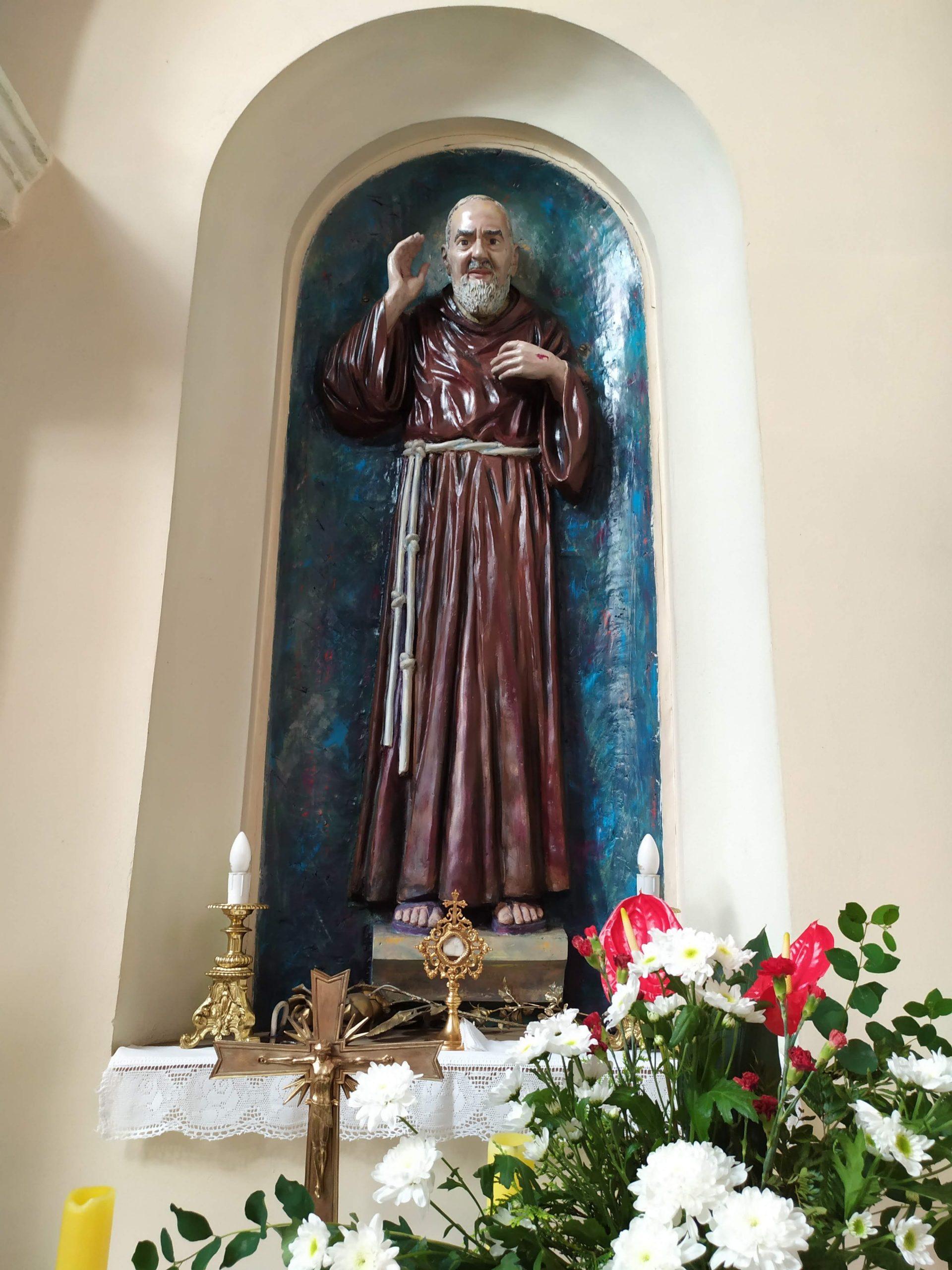 Figura i relikwie św. Ojca Pio